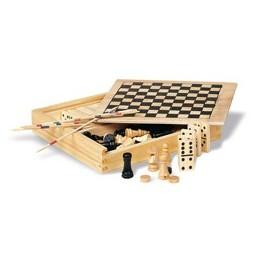 4 игрушки в деревянной коробке